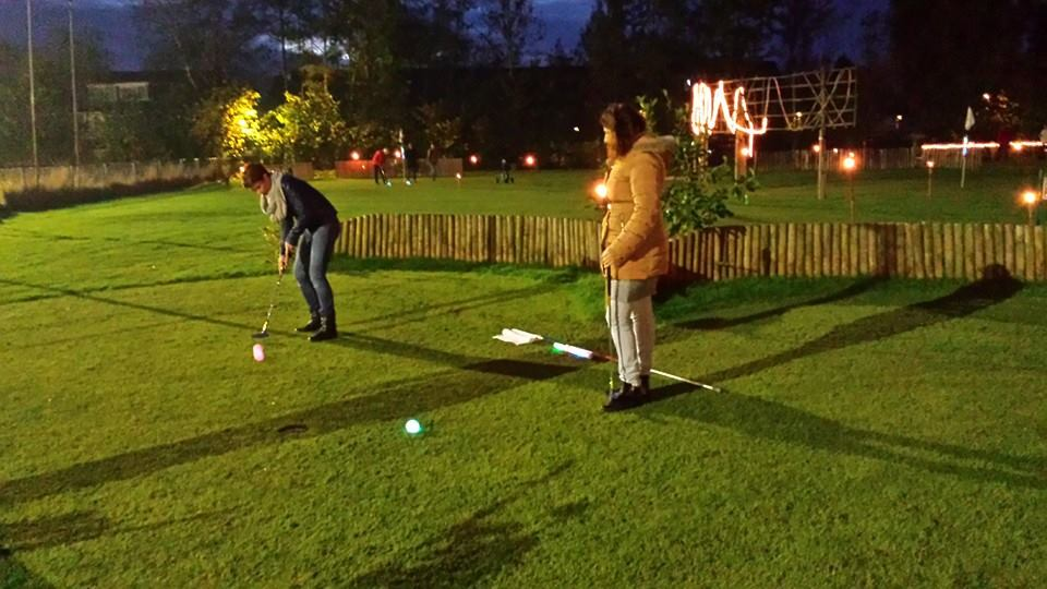 Golf in the Dark bij Aparthotel in Delden